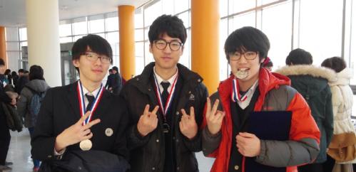 2015년 한국청소년 물리토너먼트(KYPT)에서 은상을 수상한 모습. 맨 오른쪽이 오현창 씨다. - 오현창 제공